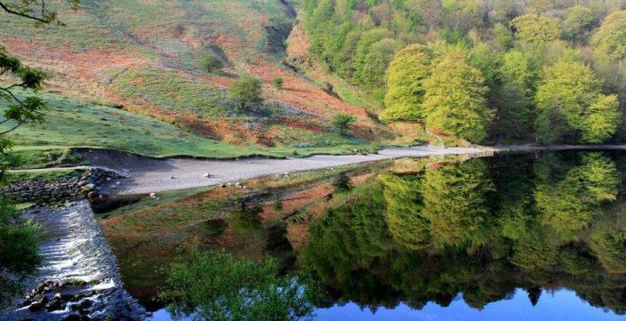 Stunning colours and reflections on Grasmere Wier